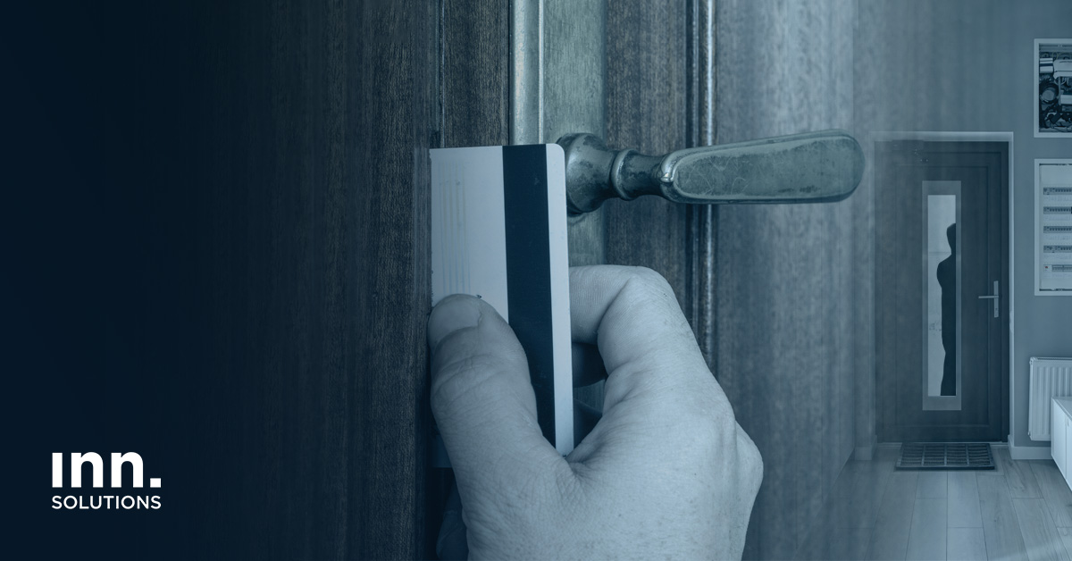 como evitar que abran la puerta con una tarjeta